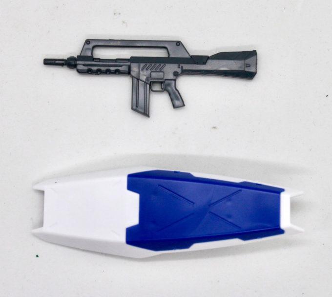 ガンダムNT-1(アレックス)のビームライフルとシールドの画像です