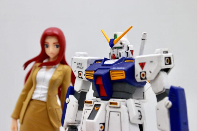 ガンダムNT-1(アレックス)とクリスチーナ・マッケンジーの画像です
