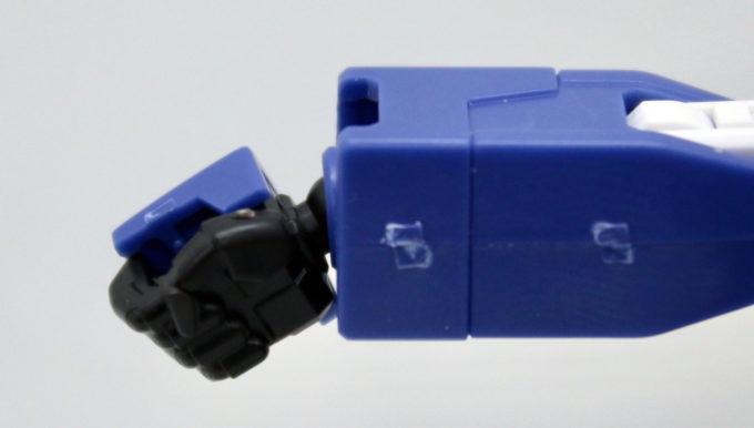HGUCブルーディスティニー2号機EXAMの手の可動画像です