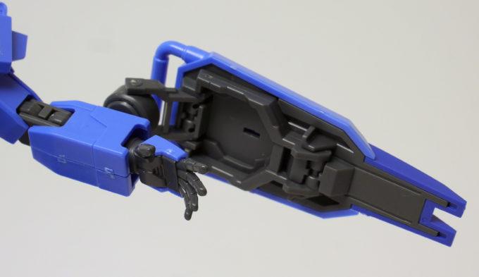 ブルーディスティニー1号機EXAMのシールド可動の画像です