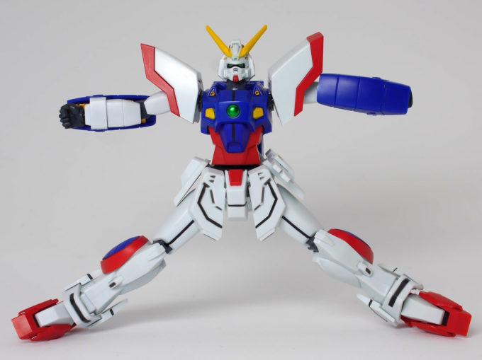 ロボット魂シャイニングガンダムの脚の開きの画像です
