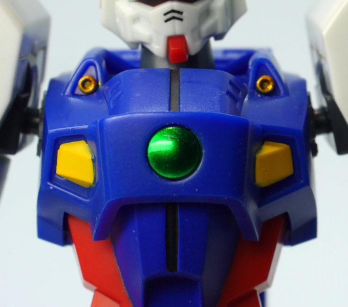 ロボット魂シャイニングガンダムの胸部の画像です