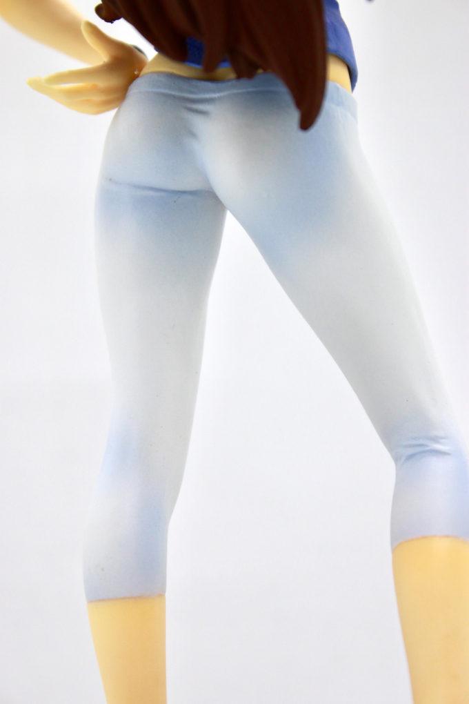 スメラギ・李・ノリエガの脚のフィギュア画像です