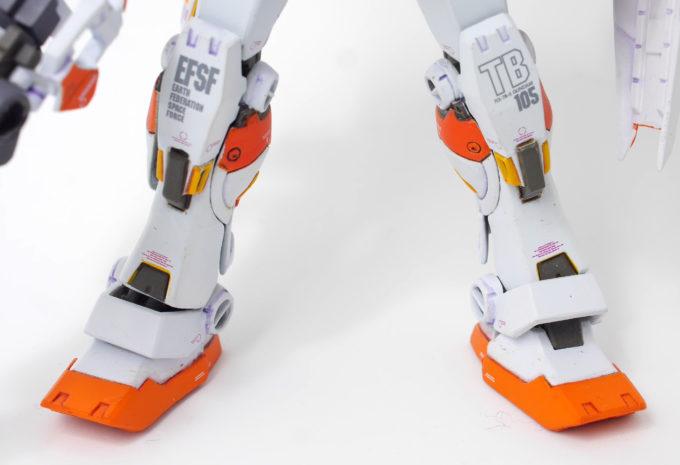 ガンダム5号機の両脚の画像です