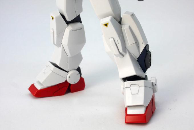 HGUCブルーディスティニー3号機EXAMの脚部のガンプラレビュー画像です