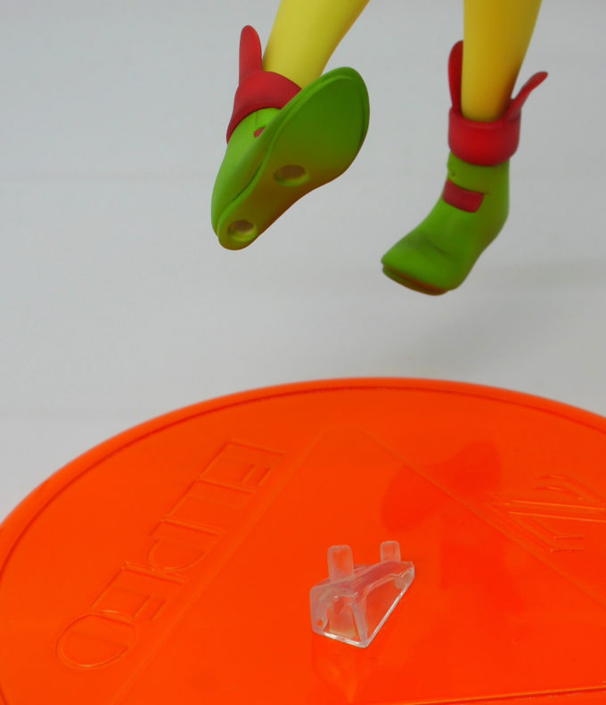 エルピー・プルのフィギュアの台座との接続画像です