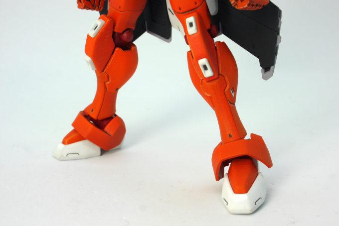 HG Gアルケインの脚部のガンプラレビュー画像です
