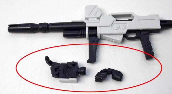 HGUC陸戦型ガンダムの外れやすい銃持ち手のガンプラレビュー画像です