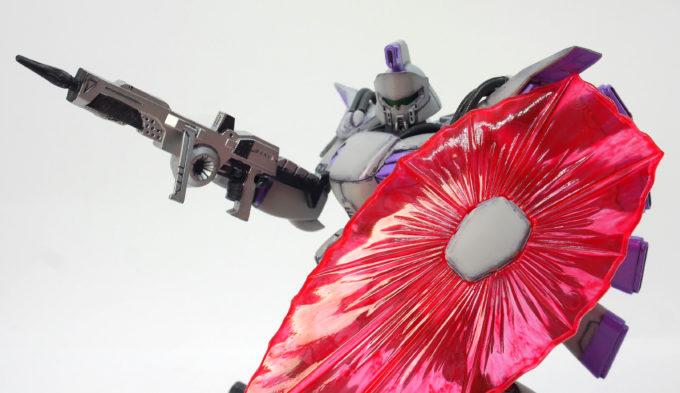 ビリナ・ギナのビームシールドのガンプラレビュー画像です