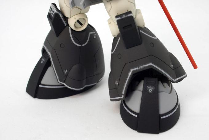 HGドム試作実験機の脚部のガンプラレビュー画像です