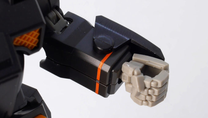 HGヘビーガンダムの腕のガンプラレビュー画像です