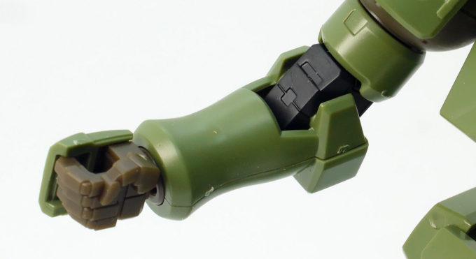 HGACリーオーの合わせ目がある腕部のガンプラレビュー画像です