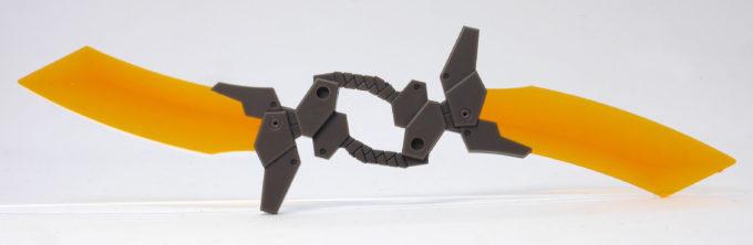 HGBDオーガ刃-XのGNオーガツインソードのガンプラレビュー画像です