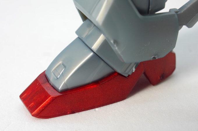 HGUCクロスボーン・ガンダムX0の脚の綺麗な赤いパーツのガンプラレビュー画像です