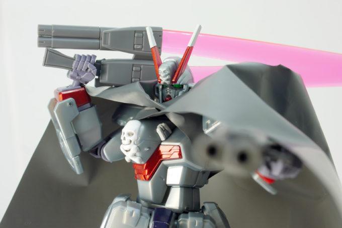 HGUCクロスボーン・ガンダムX0がマントを羽織ったかっこいいガンプラレビュー画像です