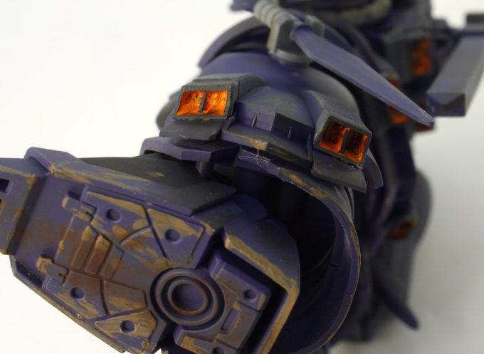 HGUCイフリート・ナハトの脚のダクトのガンプラレビュー画像です