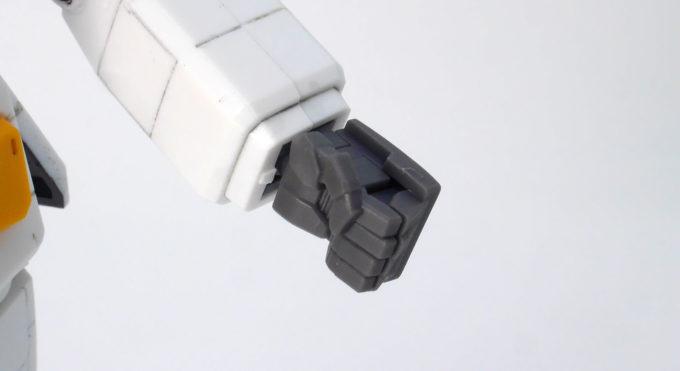 HGUCガンダムVer.G30thの左手のハンドパーツのガンプラレビュー画像です