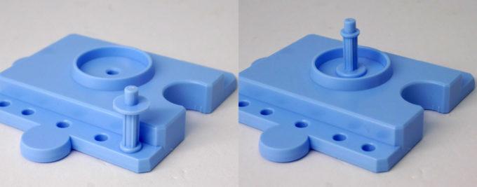 モモハロのパズルピース型台座のガンプラレビュー画像です