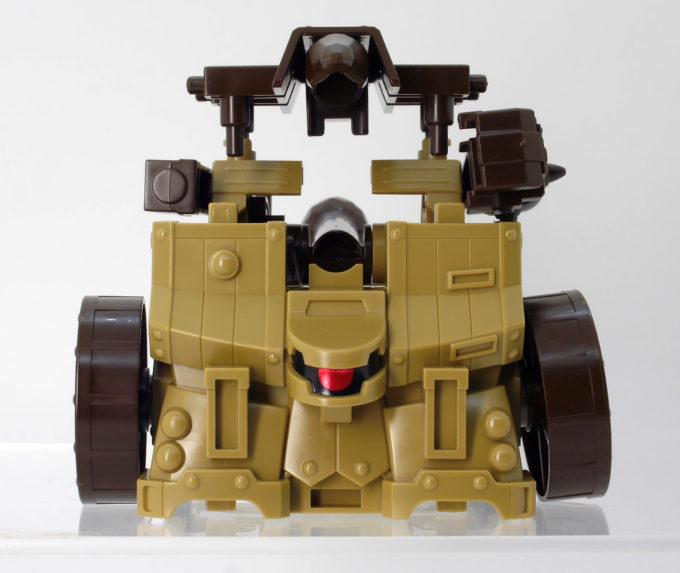 攻城兵器の衝車形態のガンプラレビュー画像です