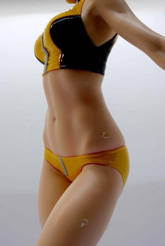 フィギュアライズラボのホシノ・フミナのお腹を側面から見たレビュー画像です