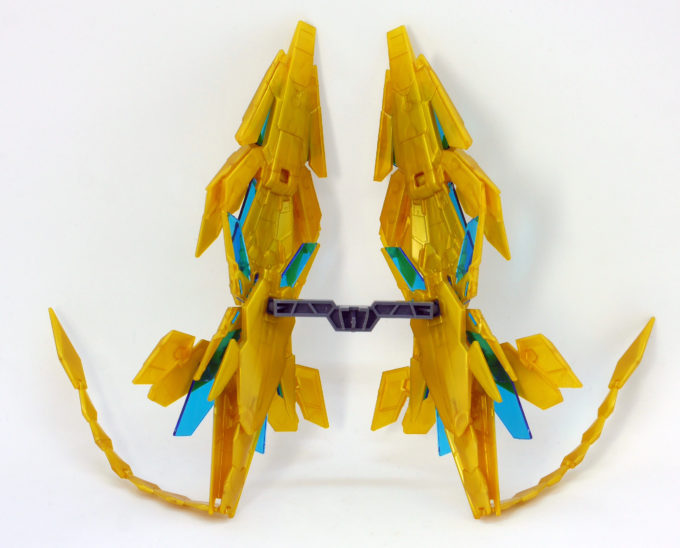 フェネクス(ナラティブバージョン)のアームド・アーマーDEのガンプラレビュー画像です
