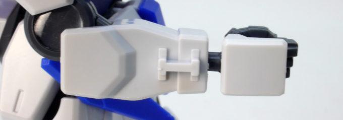 HGBDガンダムダブルオースカイの腕側面突起のガンプラレビュー画像です