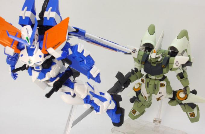 HGガンダムアストレイブルーフレームセカンドLとジン・ハイマニューバのガンプラレビュー画像です