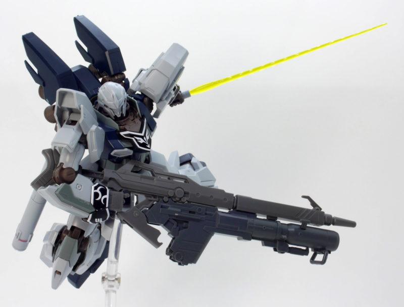 ガンダムエースのロングライフルにシナンジュ・スタインのバズーカを装着したガンプラレビュー画像です