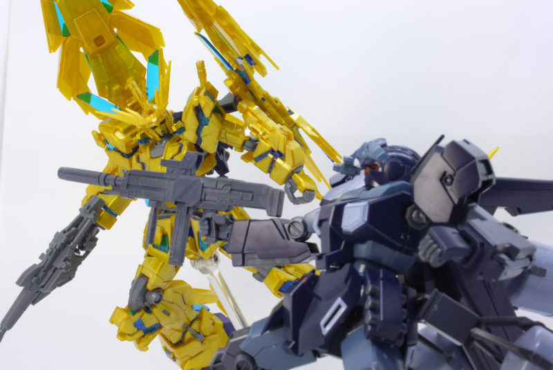 HGUCジェスタ(シェザール隊仕様 A班装備)とフェネクスのガンプラレビュー画像です