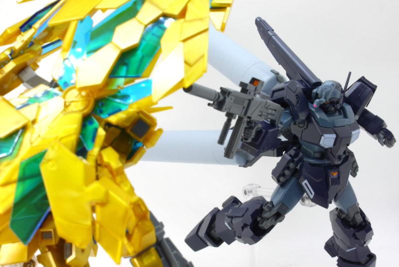 フェネクスとHGUCジェスタ(シェザール隊仕様 A班装備)のガンプラレビュー画像です