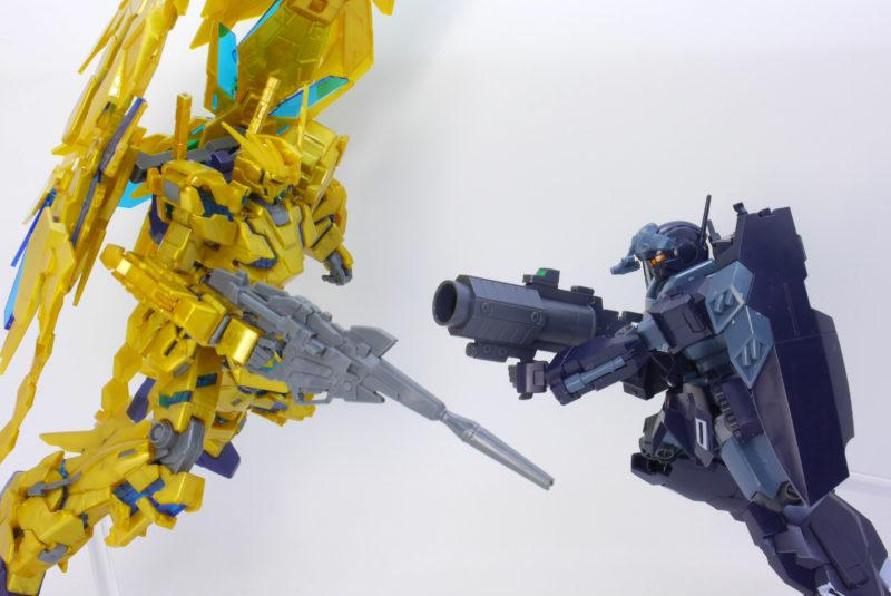 HGUCジェスタ(シェザール隊仕様C班装備)とHGUCフェネクス(ナラティブVer)のガンプラレビュー画像です