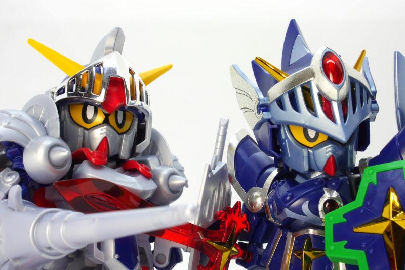 騎士ガンダムとフルアーマー騎士ガンダムのガンプラレビュー画像です