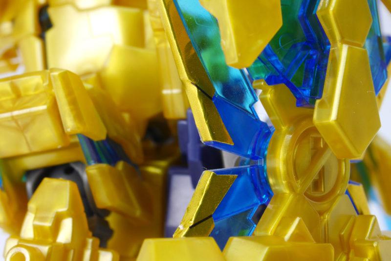 クロスシルエットのユニコーンガンダムフェネクスのガンプラレビュー画像です