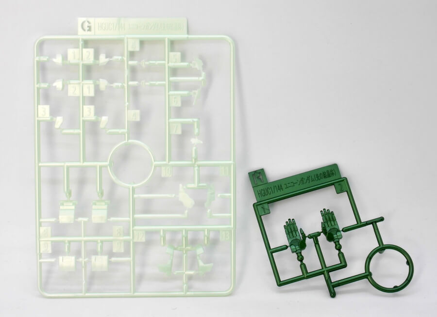 HGUCガンダムベース限定 ユニコーンガンダム(光の結晶体)のガンプラレビュー画像です