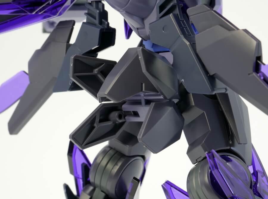 HGBFトランジェントガンダムグレイシャーのガンプラレビュー画像です
