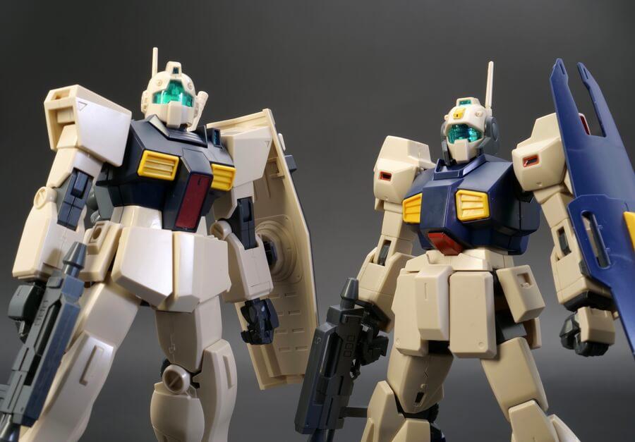 HGUCジムIIとネモのデザートカラーVer.のガンプラ比較レビュー画像です