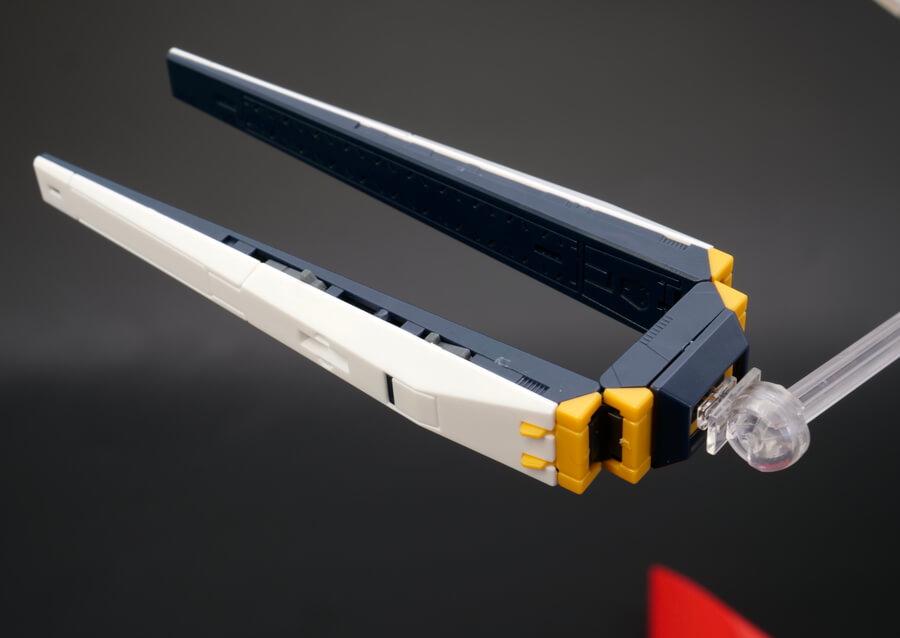 RG νガンダム用ダブル・フィン・ファンネル拡張ユニットのガンプラレビュー画像です