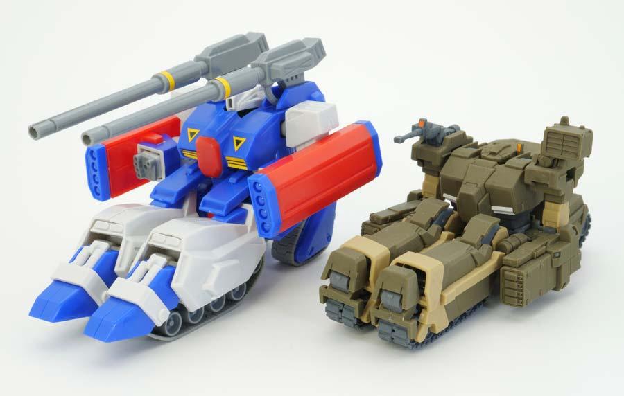 ガンタンクR-44とロトの比較ガンプラ画像です