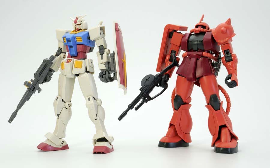 HG RX-78-2ガンダム(Beyond Global)とHGUC234シャア専用ザクIIの比較ガンプラ画像です