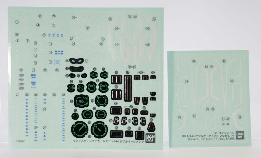 RGダブルオークアンタ フルセイバーのガンプラレビュー画像です