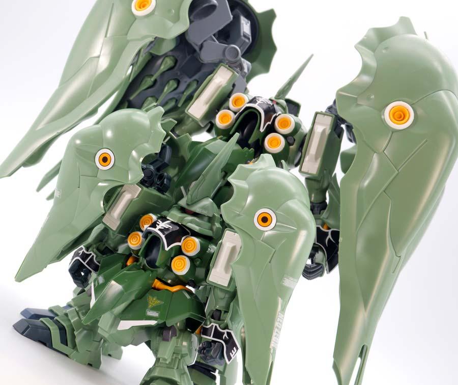 BB戦士クシャトリヤとHGUCνクシャトリヤの比較ガンプラレビュー画像です