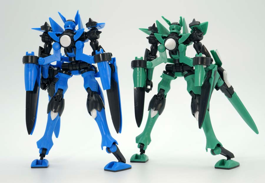 HGブレイヴ指揮官用試験機と一般用試験機の比較ガンプラレビュー画像です