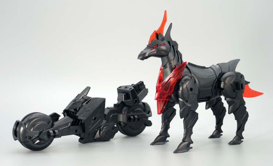 トリニティバイクと軍馬のガンプラレビュー画像です