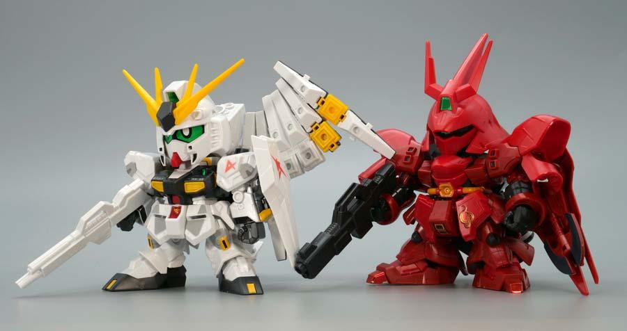 BB戦士νガンダムとサザビーのガンプラレビュー画像です